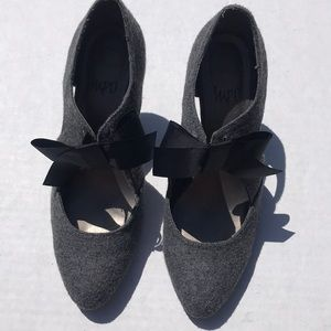 NWOT Impo Taryn Gray Textile Shoes Black Bow